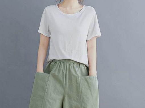 绿色短裤如何搭配短袖