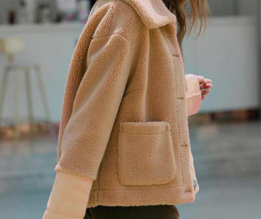 短款羊羔毛外套怎么搭配